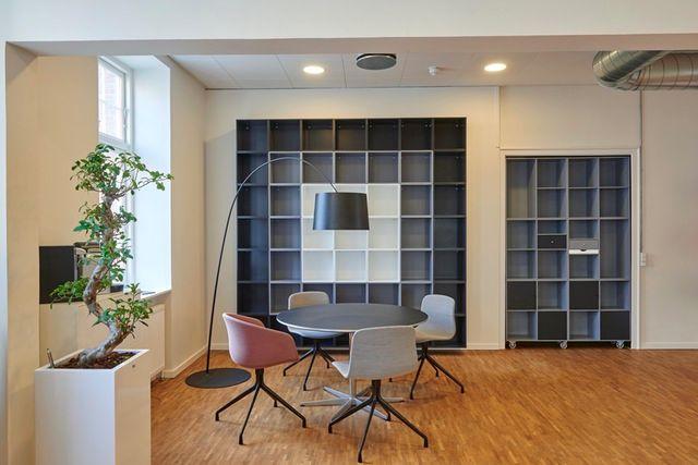 15 Simple & Engaging Office Interior Design